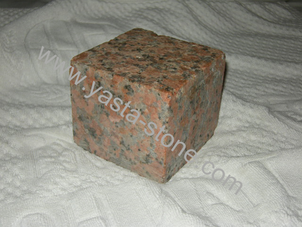 Red Granite Cube : Cube stone with flamed processing by maple red granite